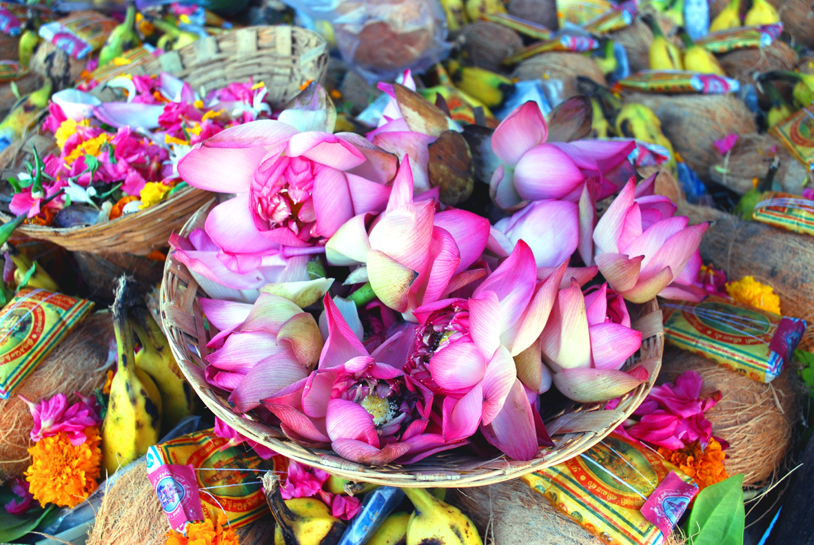 Helpusgreen upcycles the religious flowers in India